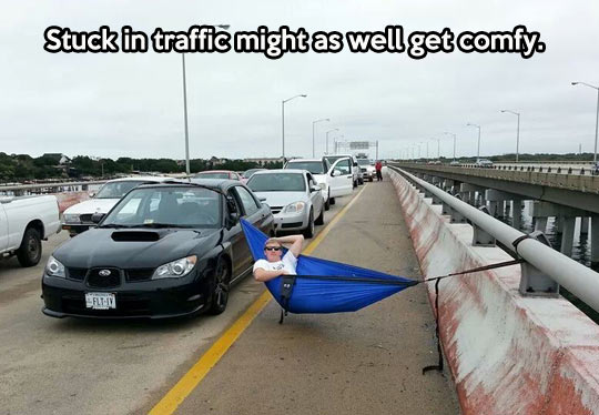 funny-guy-stuck-traffic-bed1